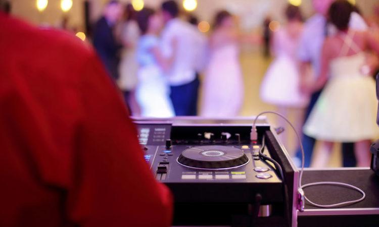 Miért válasszatok esküvői DJ-t a nagy napra?