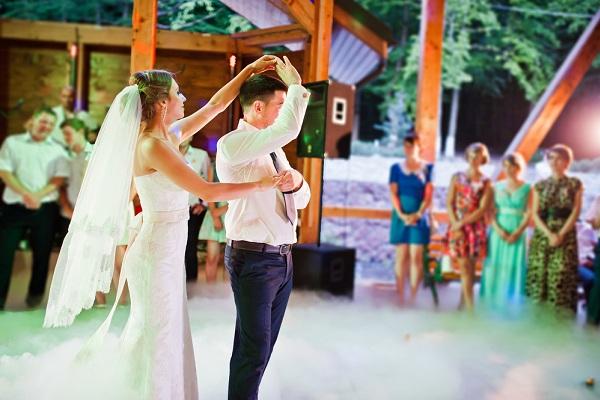 Rendeljen száraz jeget esküvőre, nyitótáncra!