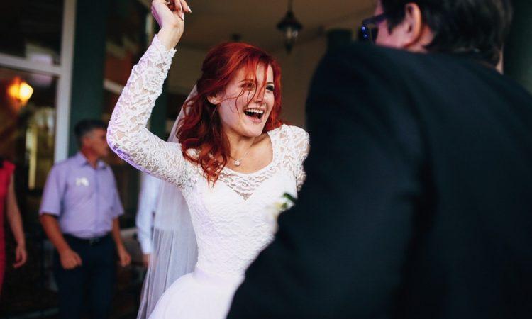 A nagy nap hangulatát meghatározza a zenei felhozatal: Bízd esküvői DJ-re az estét!